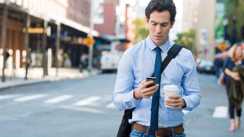 Las aplicaciones de mensajería y los 'chatbots' han llegado para facilitar los viajes laborales. (Reuters)