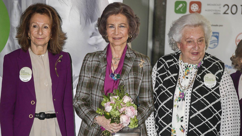 La reina Sofía y la infanta Pilar, en el Rastrillo Nuevo Futuro. (Gtres)