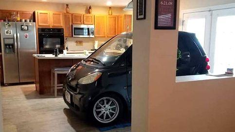 Aparca su coche en la cocina para que no se lo lleve por los aires el huracán Dorian