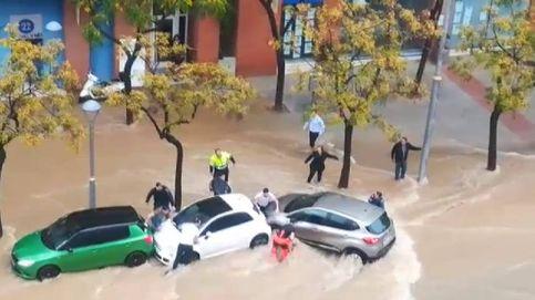 Vídeo | Rescate in extremis de dos mujeres que casi se ahogan en una riada en Tarragona