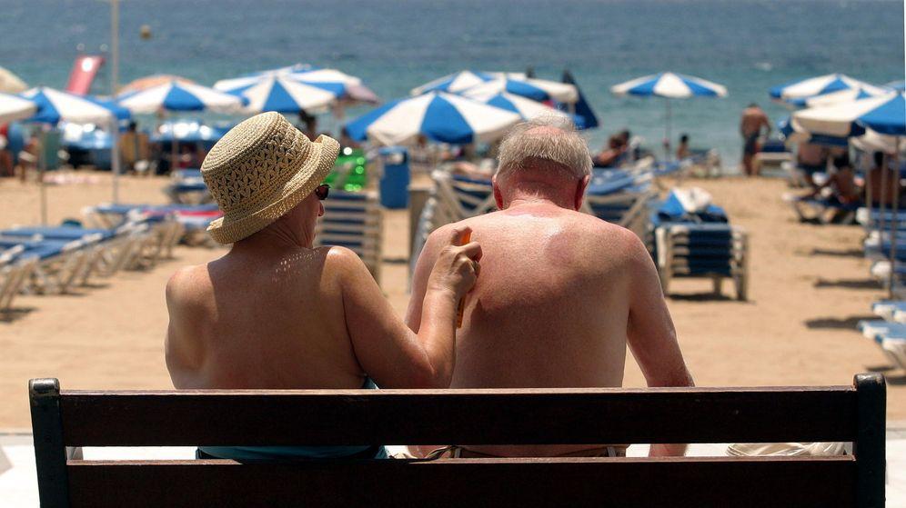 Foto: Las cremas solares dañan la vida marina. (EFE/Morell)
