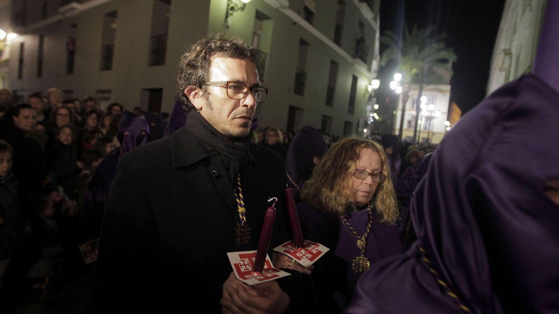 Foto: El alcalde Cádiz en la penitencia del Nazareno (EFE)