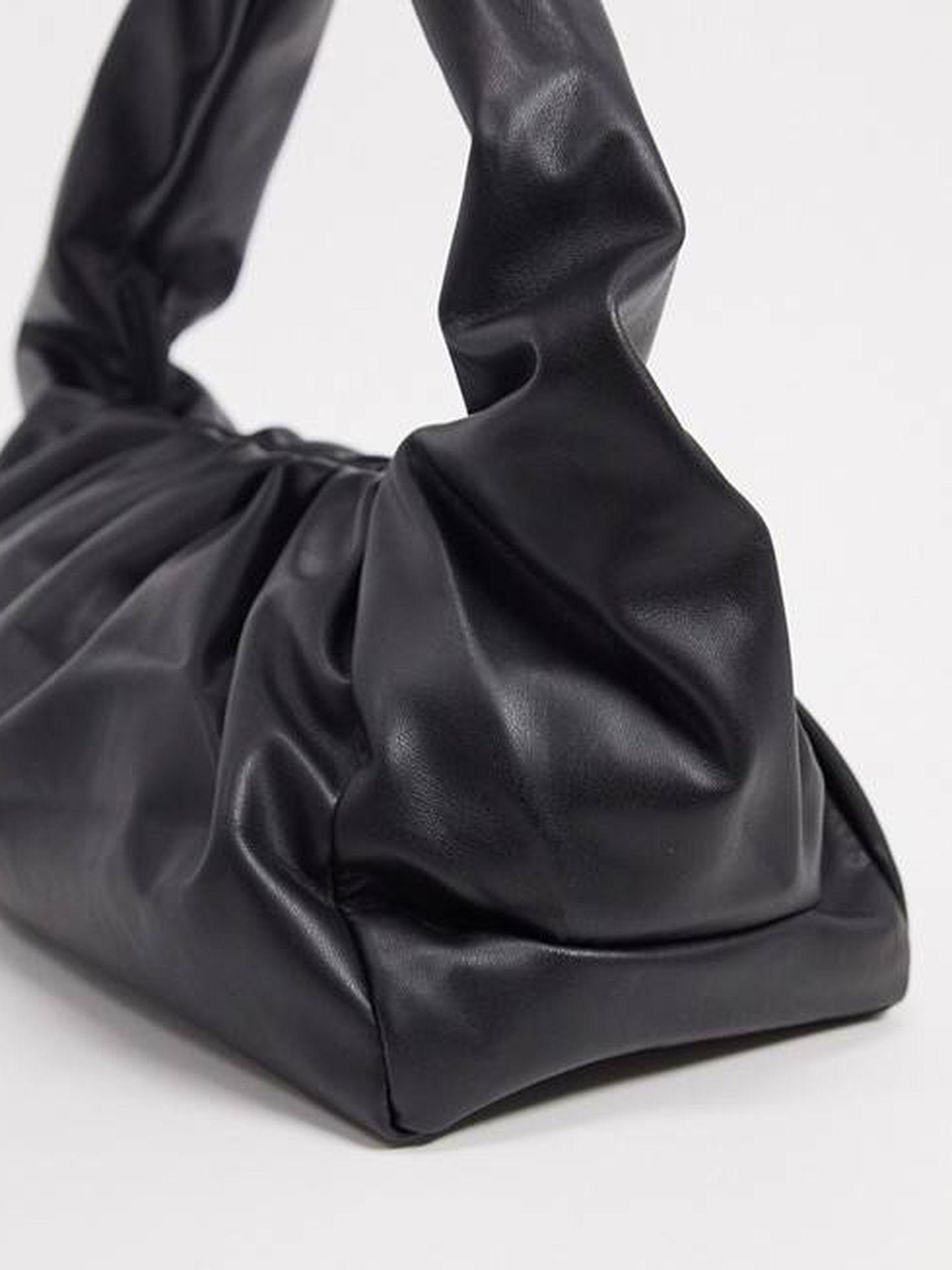 El bolso fruncido de Glamorous. (Cortesía)