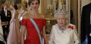 Post de Sorpresa: la foto de Felipe y Letizia que tiene la reina Isabel II en su despacho