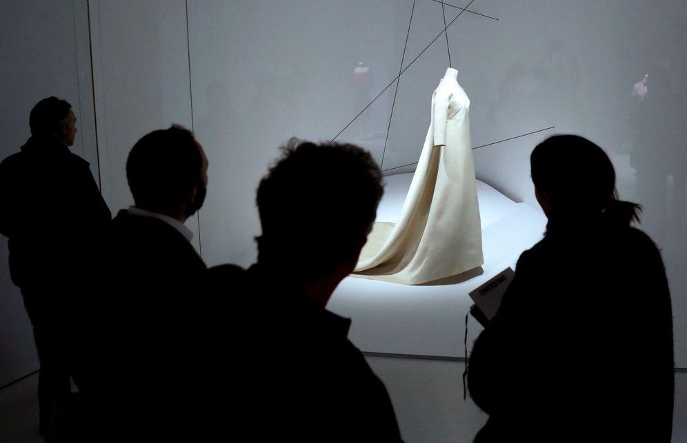 Foto: Una exposición en el Museo Balenciaga de Getaria. (EFE)
