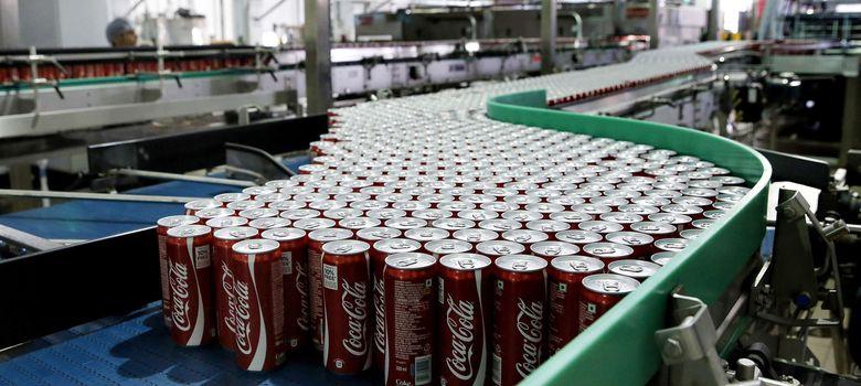 Foto: Latas de Coca Cola en la nueva fábrica de la compañía