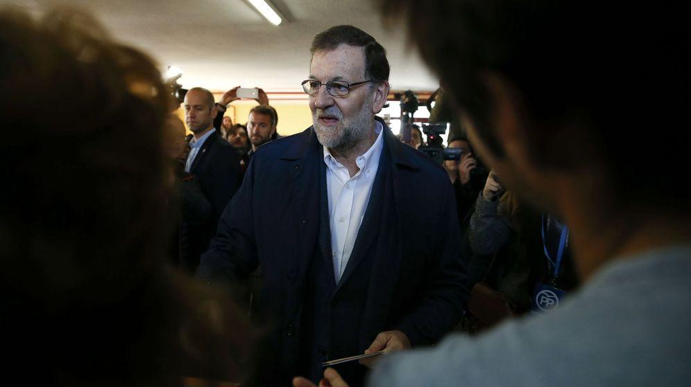 Foto: Mariano Rajoy durante la votación. (Reuters)