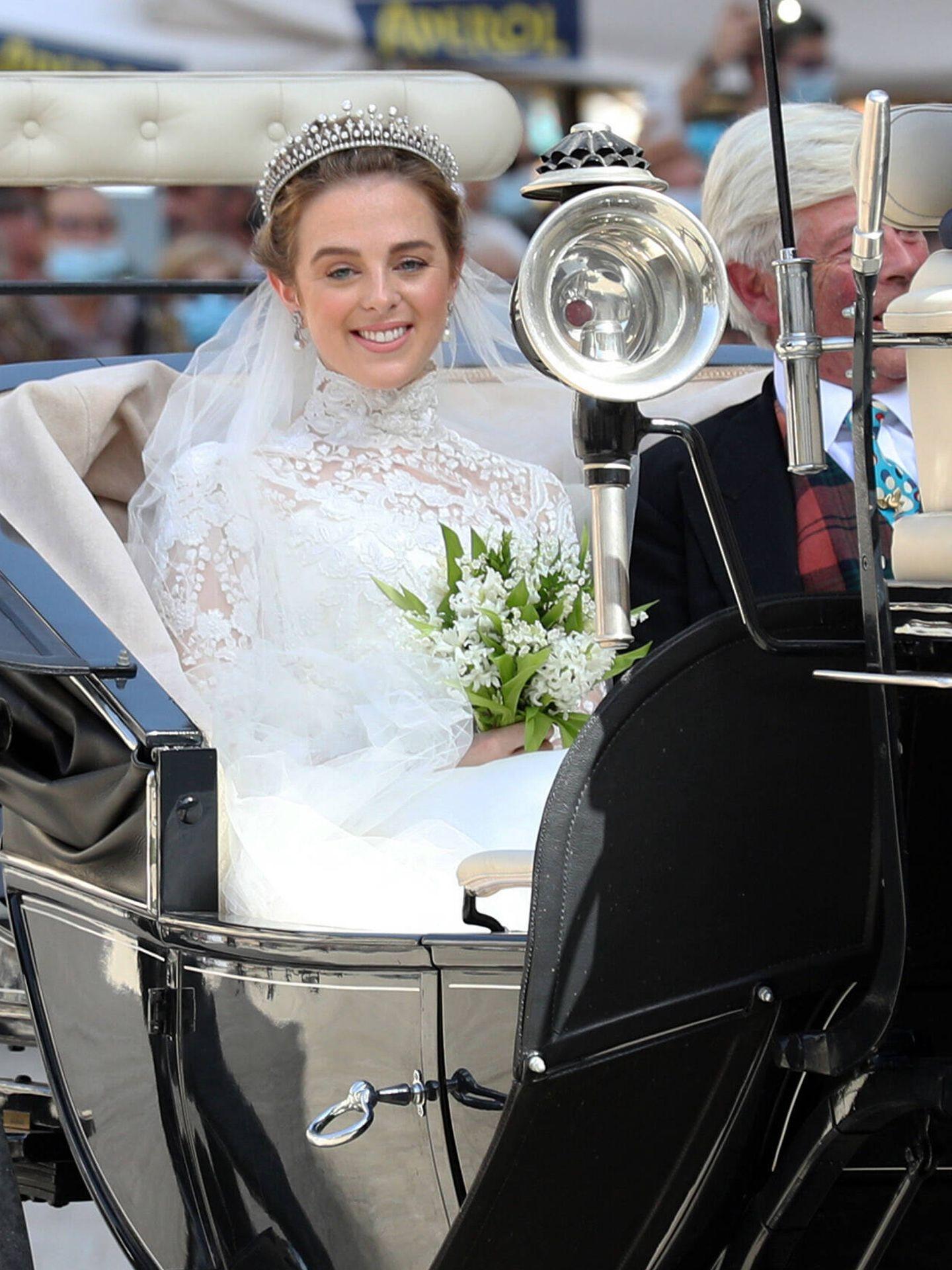La novia, luciendo su vestido. (Gtres)