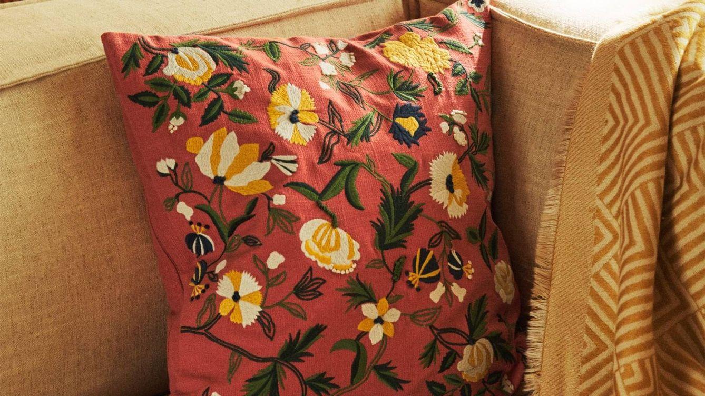 Las fundas de cojín y cortinas más buscadas en las rebajas de Zara Home