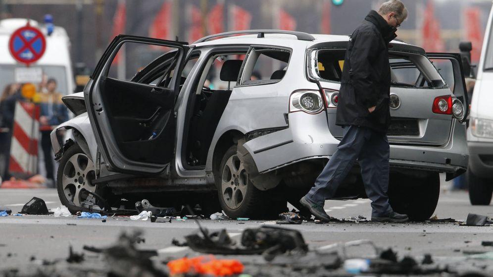 Foto: La policía inspecciona un vehículo dañado por un explosivo utilizado durante un ajuste de cuentas en Berlín, el 15 de marzo de 2016. (Reuters)