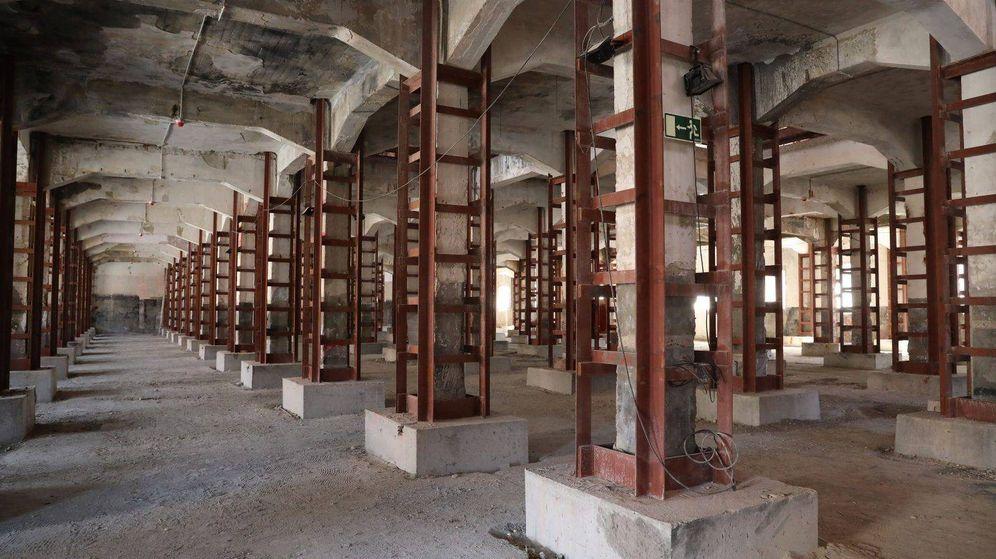 Foto: Las columnas de la Nave 9 de Matadero, cedida por 50 años a la Fundación Sandretto por el Ayuntamiento de Madrid. (Blog Matadero Madrid)