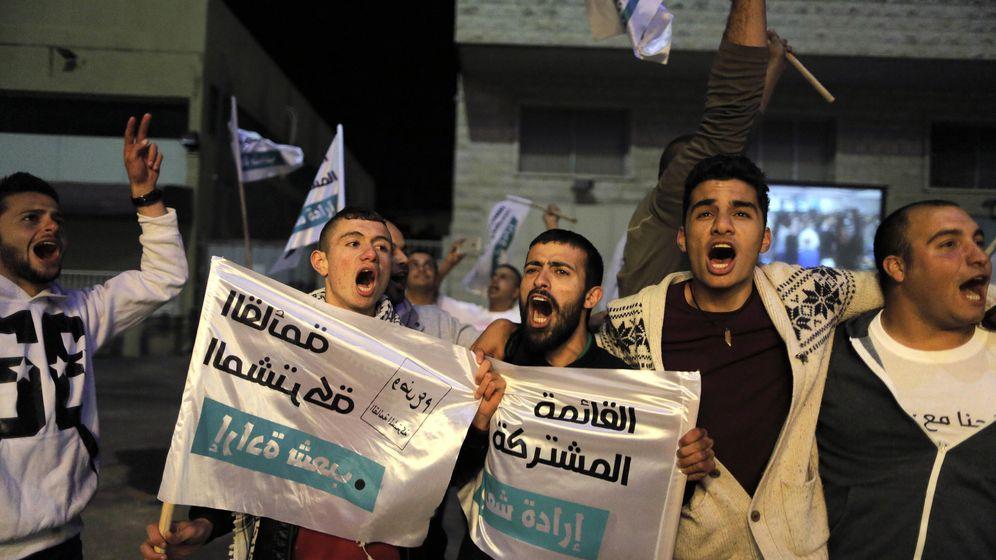Foto: Votantes de la Join List reaccionan tras conocer los resultados electorales en Nazaret (Reuters).