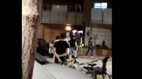 Vecinos de Premià atacan un piso de migrantes al relacionarles con varios robos