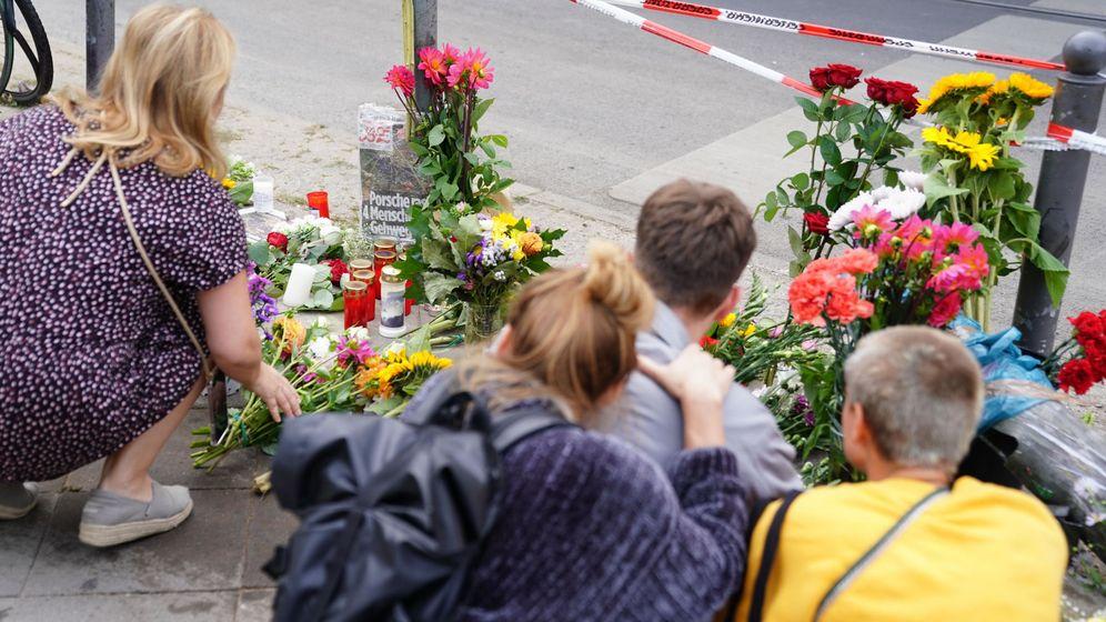 Foto: Vecinos de Berlín se acercaron a dejar flores en el lugar del siniestro. (EFE)