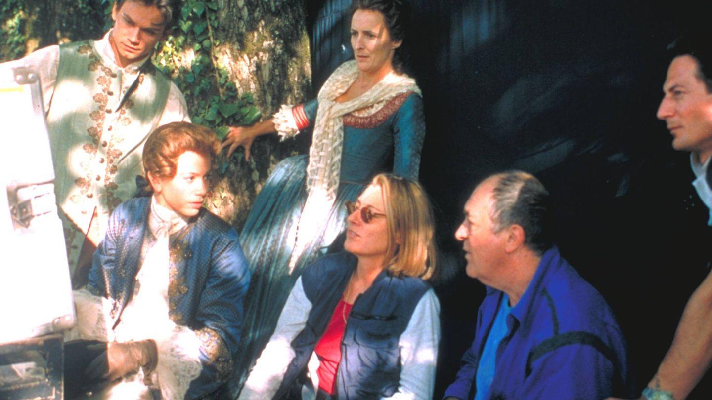 Clare Peploe y Bertolucci durante el rodaje de 'El triunfo del amor'. (Cordon Press)