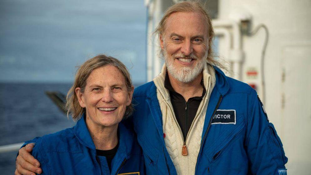 Foto: Kathy Sullivan, junto a Victor Velosco tras alcanzar el Challenger Deep. (EYOS Expeditions)