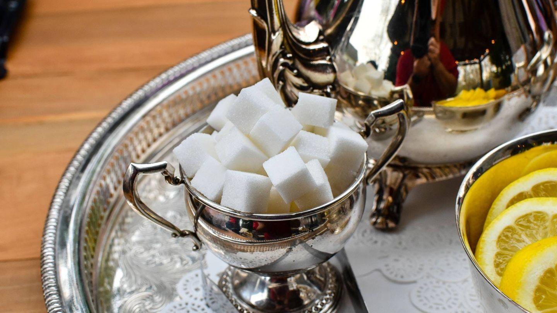 Evita endulzar los zumos con azúcar u otro ingrediente con calorías de más (Unsplash)