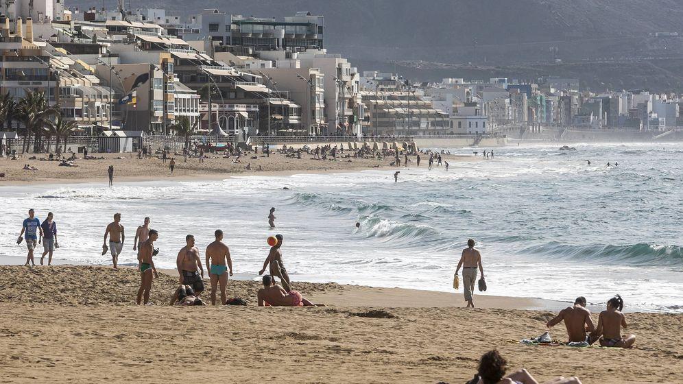 Foto: Playa de las Canteras, en Gran Canaria. (EFE)