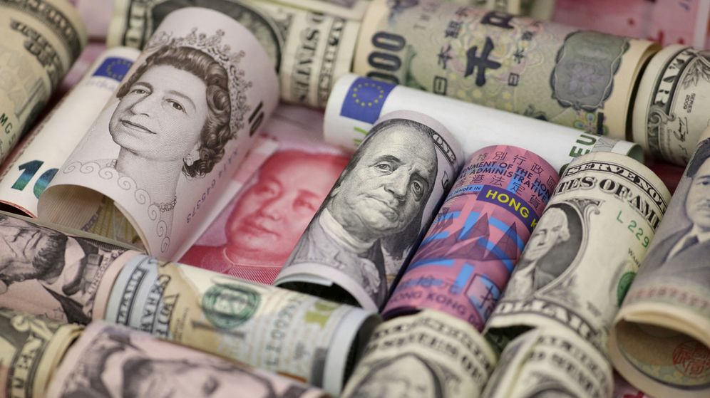 Foto Euros Dólares Estadounidenses Y De Hong Kong Yenes Oneses Libras Esterlinas