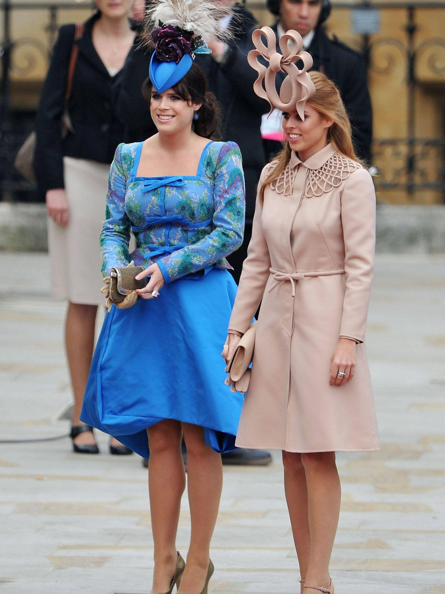 Eugenia y Beatriz de York, en la boda del príncipe Guillermo y Kate Middleton. (Getty)