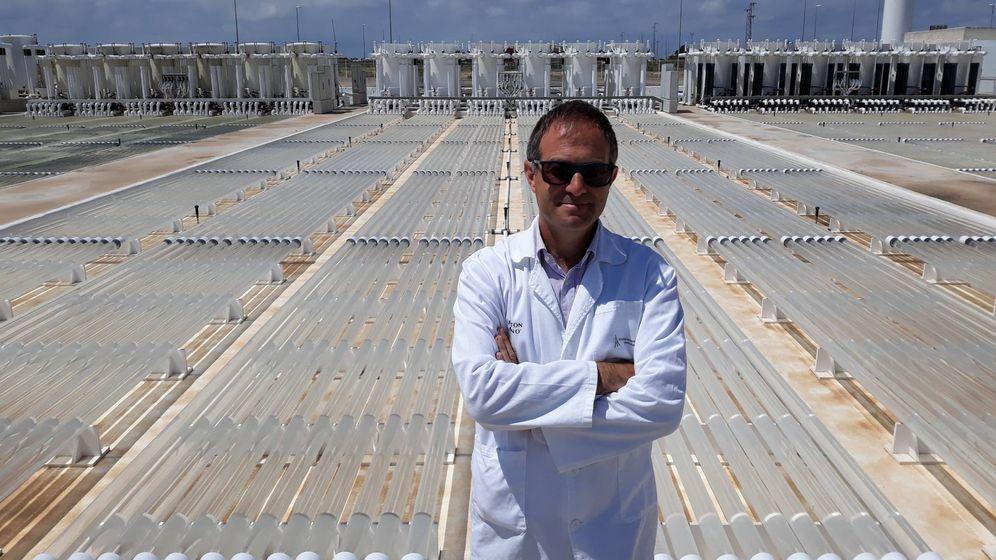 Foto: Carlos Unamunzaga, director de Fitoplancton, en la planta de Cádiz. (C. P.)