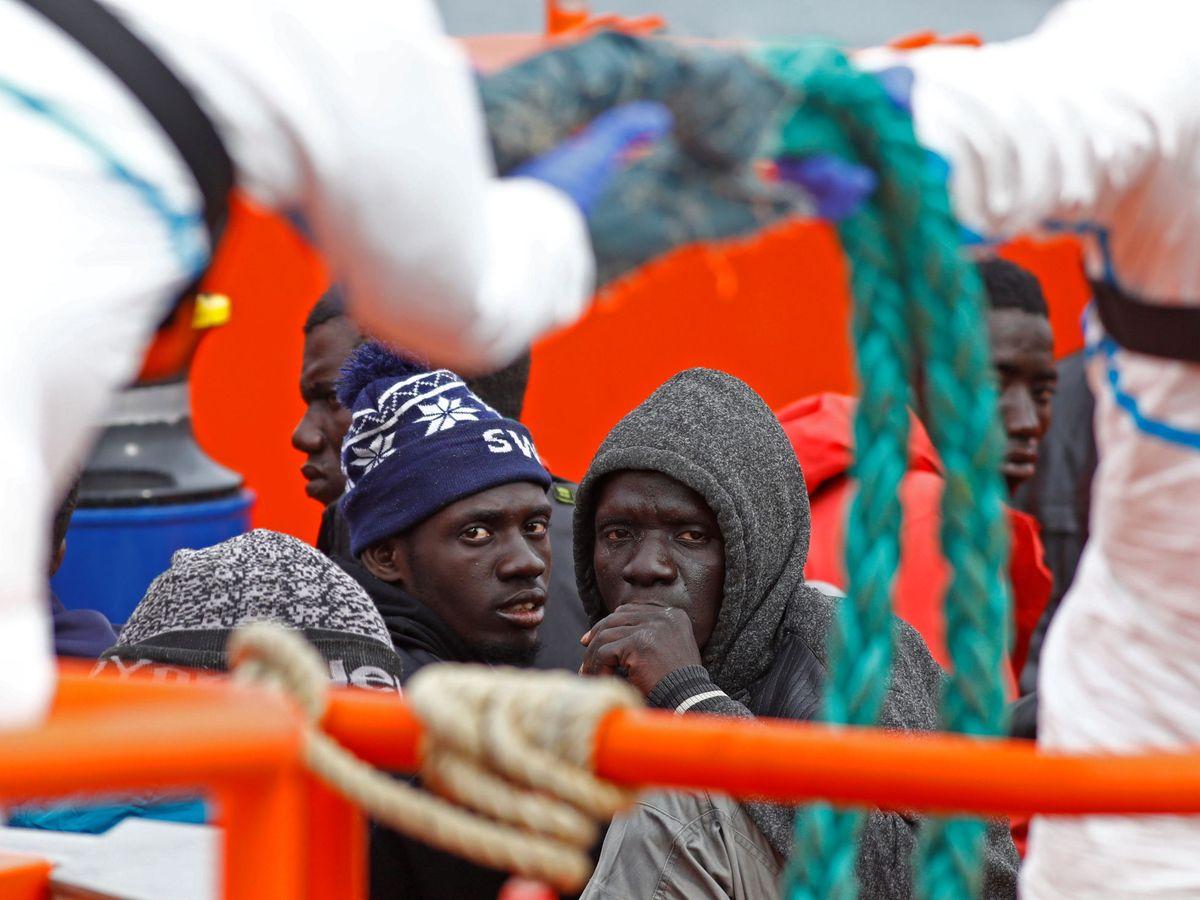Foto: Llegada de varios migrantes al puerto de Arguineguín en Gran Canaria. (Reuters)