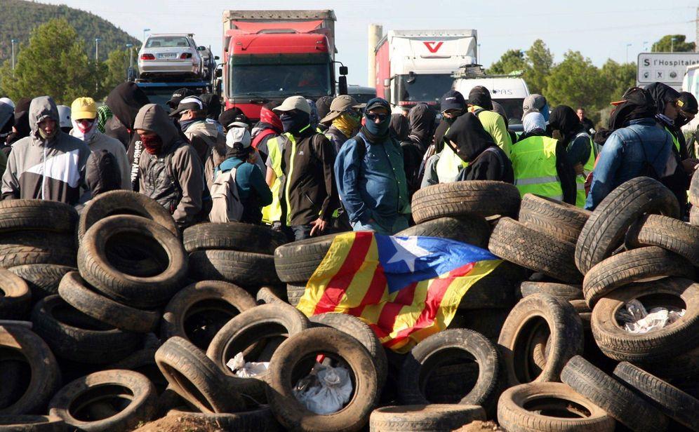 Foto: CDR cortan las carreteras en Tarragona. (EFE)