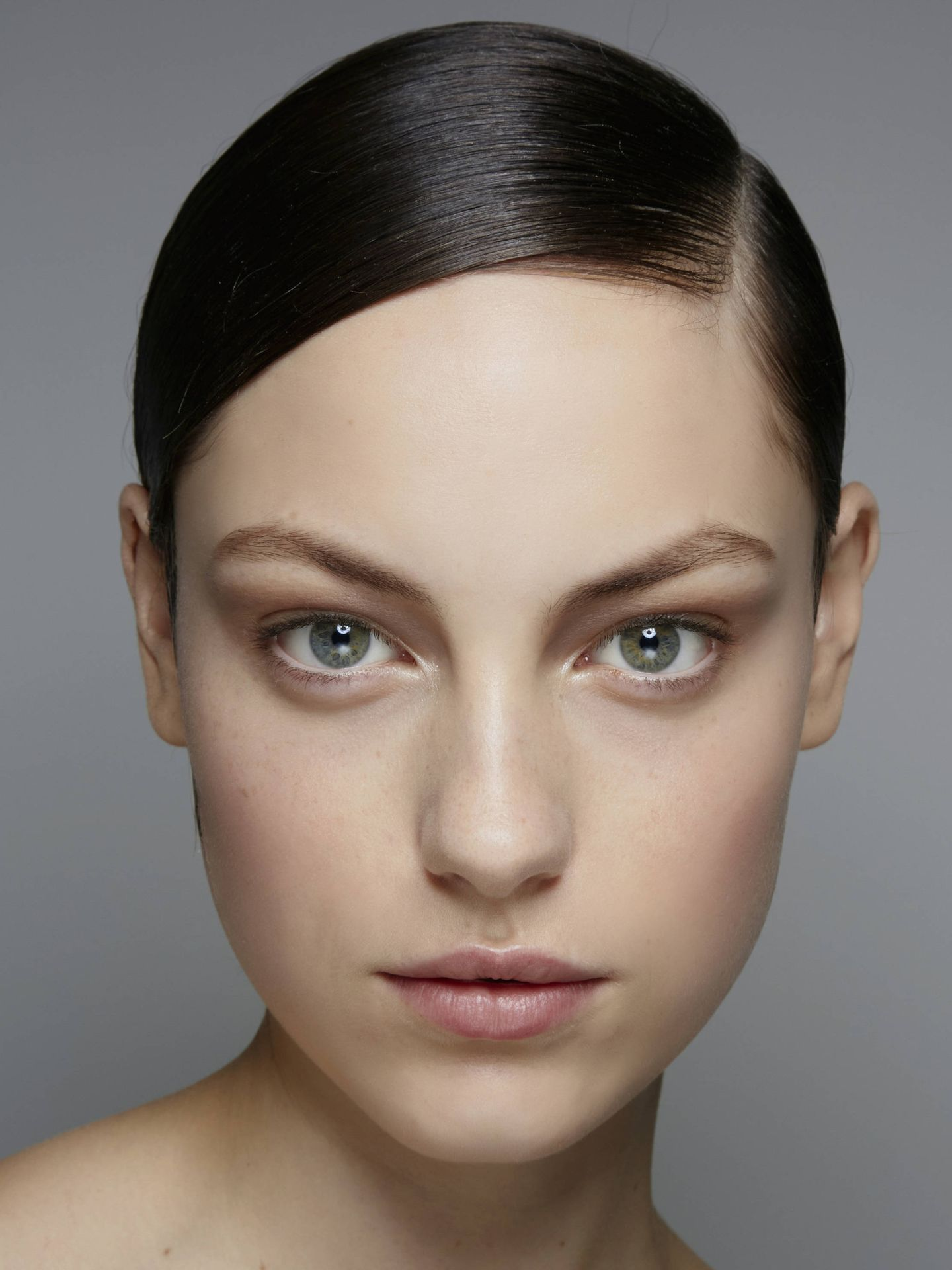 Los sérums faciales son un must de tu rutina de cuidado. (Imaxtree)