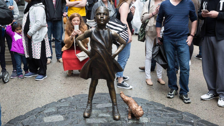 'Perro meón' contra 'La niña sin miedo': penúltima batalla cultural en Wall Street