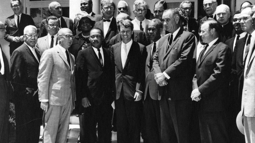Foto: Robert F. Kennedy se cita con Martin Luther King en el jardín de la Casa Blanca en Washington D. C. (Reuters)