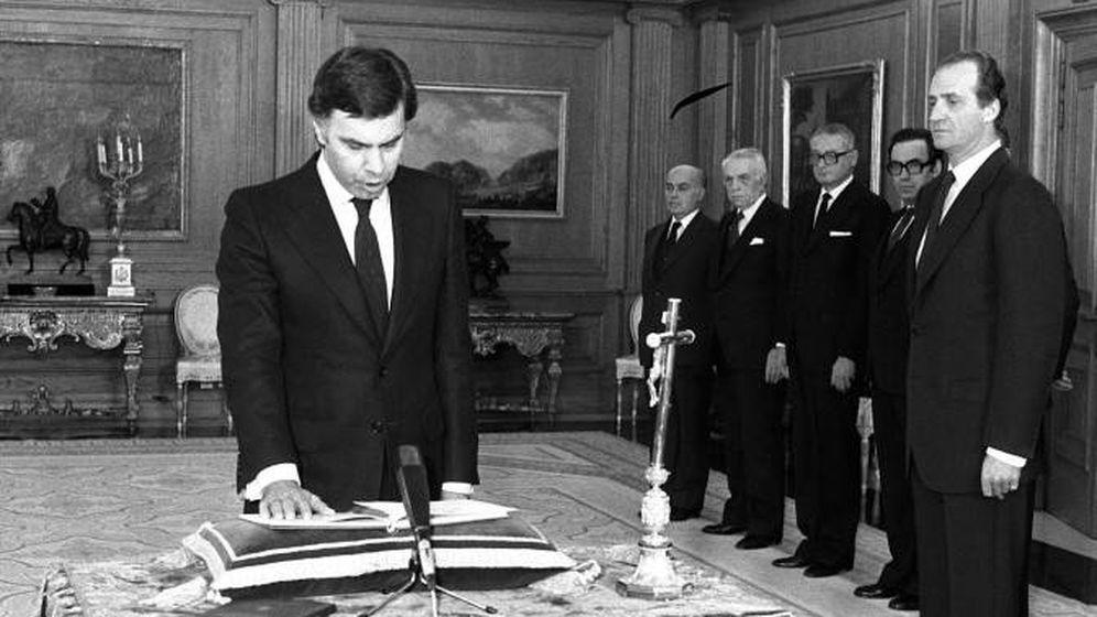 Foto: Felipe González, jurando el cargo en 1982. (EFE)