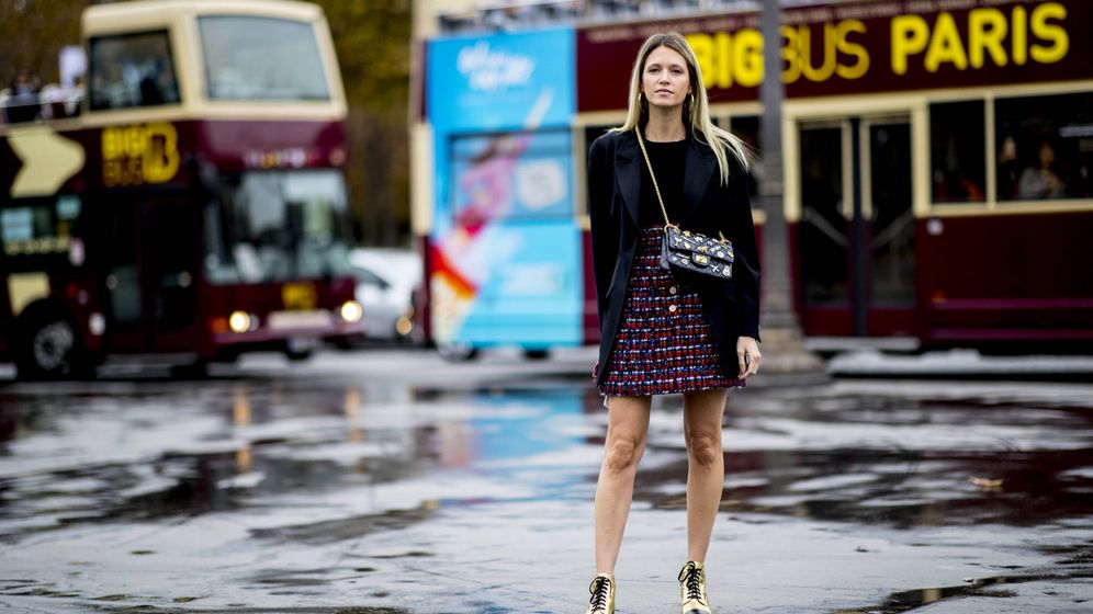 Foto: Una insider parisina posa y derrocha estilo a pie de calle. (Imaxtree)