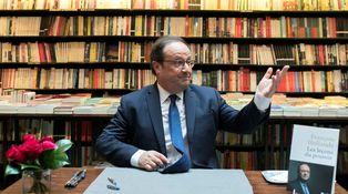 Hollande, el retorno (por escrito) de un cadáver político