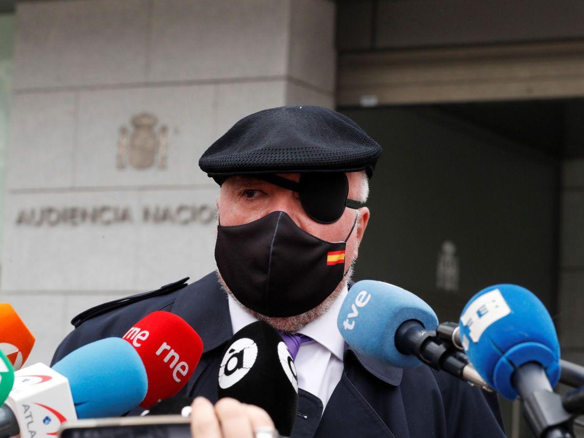 Foto: El comisario jubilado José Manuel Villarejo frente a la Audiencia Nacional el pasado marzo. (EFE)