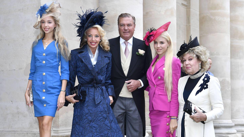 Los duques de Castro, con sus hijas y la madre de Camilla. (Getty)