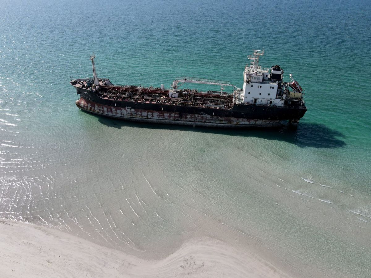 Foto: Un petrolero, frente a las costas de Emiratos Árabes Unidos. (Reuters)