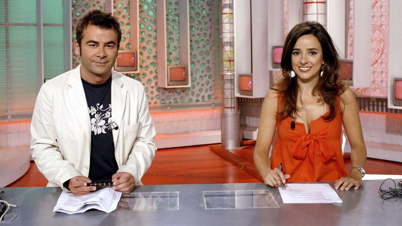 Jorge Javier Vázquez y Carmen Alcayde, presentando 'Aquí hay tomate'. (Mediaset)