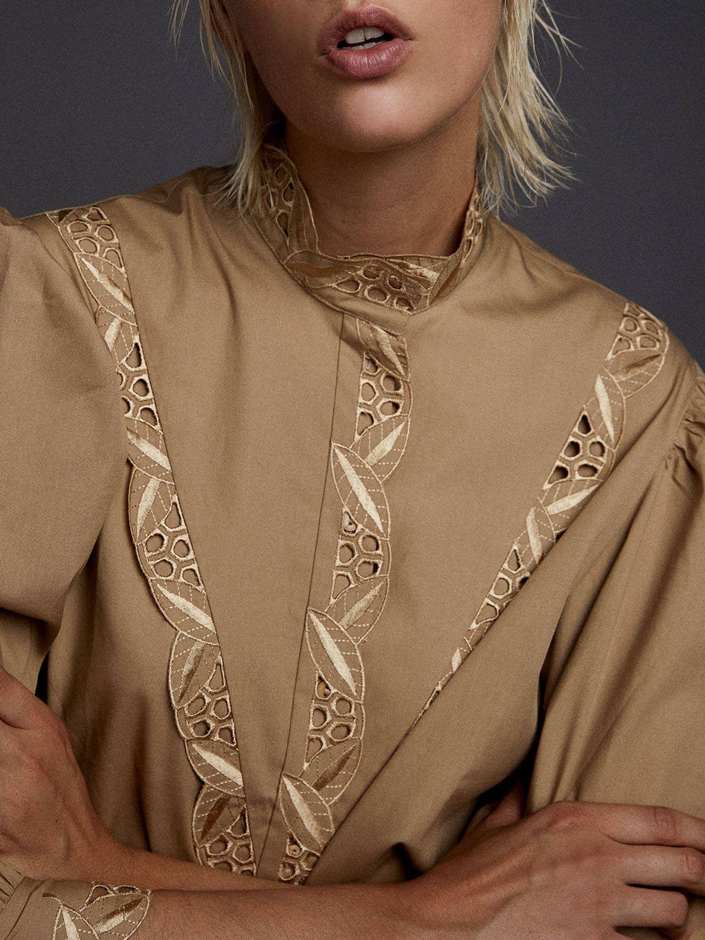 Camisa camel de Sfera. (Cortesía)