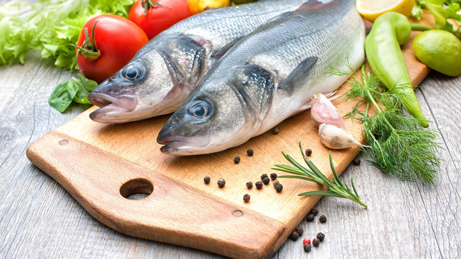 ¿Es seguro y saludable comer pescado crudo?