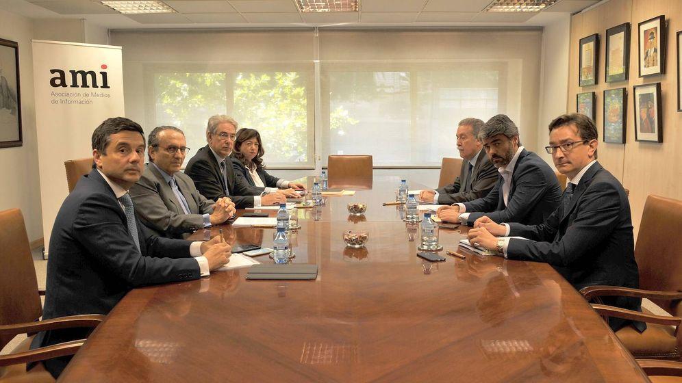 Foto: Algunos miembros de la Asociación de Medios de Información (AMI), en una reciente imagen. (AMI)