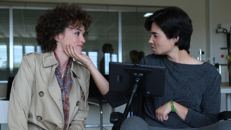 Nerea (Susana Abaitua) y Arantxa (Loreto Mauleón) en una escena del séptimo episodio de 'Patria'. (Foto de David Herranz. HBO España)