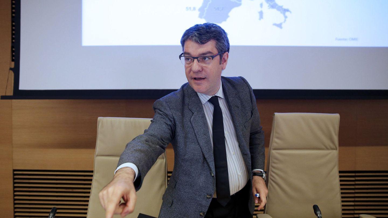 El ministro de Energía, Álvaro Nadal, a su llegada para comparecer ante la comisión del Congreso. (EFE)