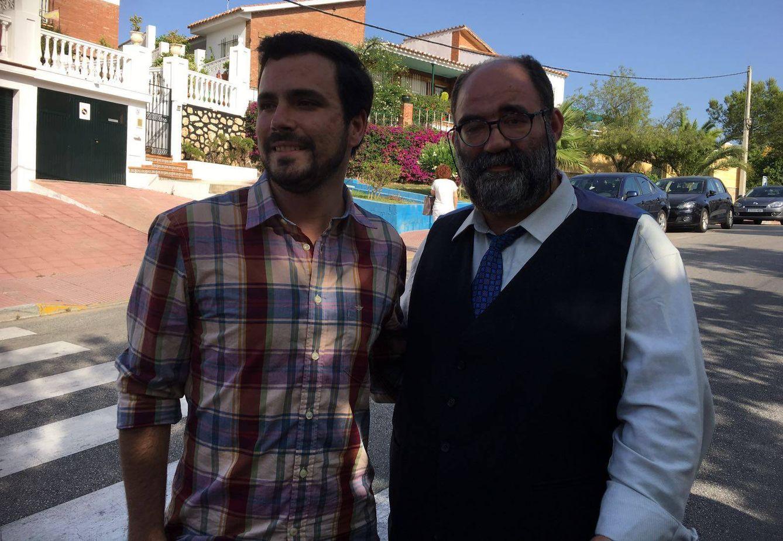 Alberto Garzón y Mocito Feliz en el Rincón de la Victoria (Málaga). (Agustín Rivera)
