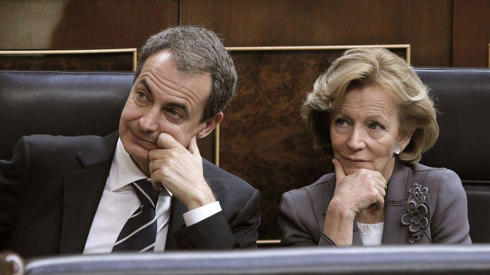 Foto:  El expresidente del Gobierno, José Luis Rodríguez Zapatero y la exministra de Economía y Hacienda, Elena Salgado. (EFE)
