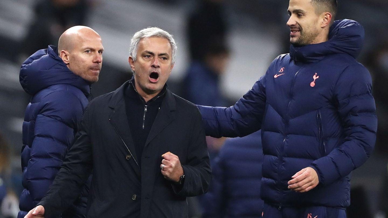 Mourinho, alucinado tras el gol de Son. (EFE)