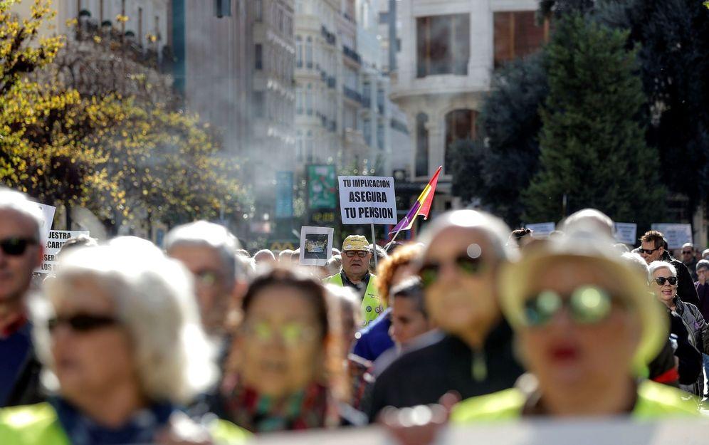 Foto: Manifestación en contra de los ataques a las pensiones celebrada en el mes de diciembre. (EFE)