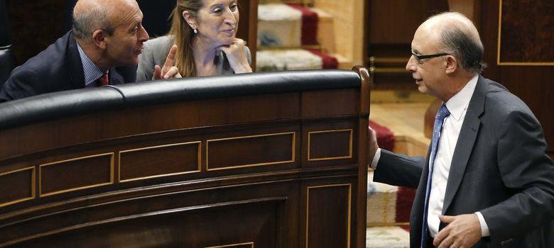Foto: Ana Pastor y Cristóbal Montoro en el Congreso de los Diputados. (EFE)