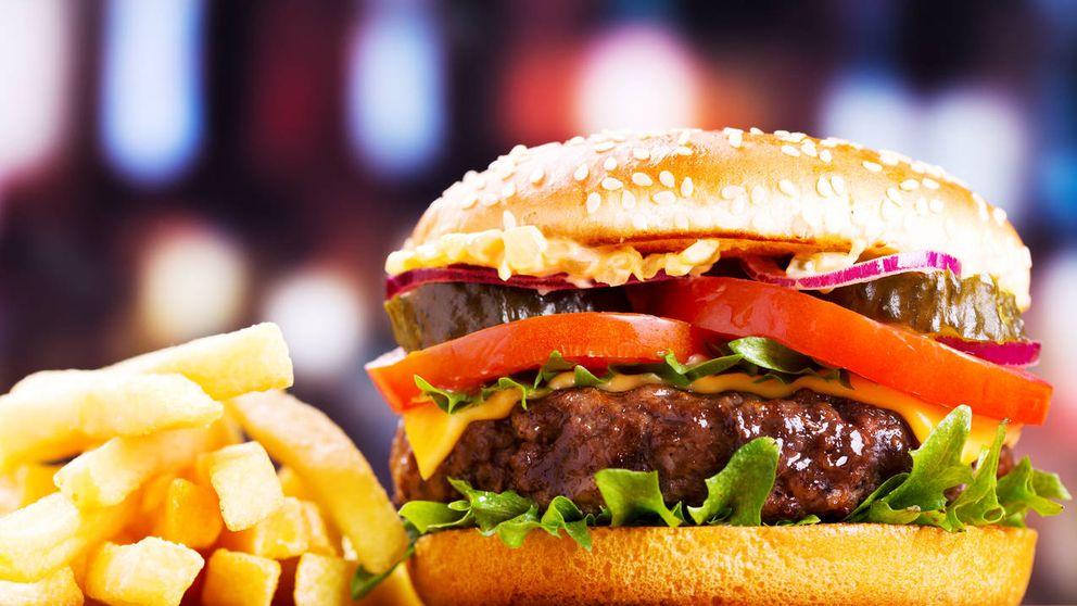 Cómo cocinar la hamburguesa perfecta, según el chef Anthony Bourdain