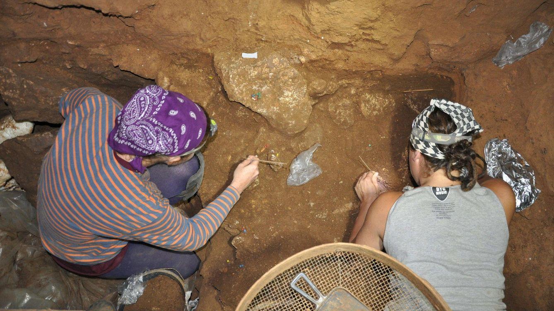 Los neandertales de la Cova del Gegant tienen más de 59.000 años