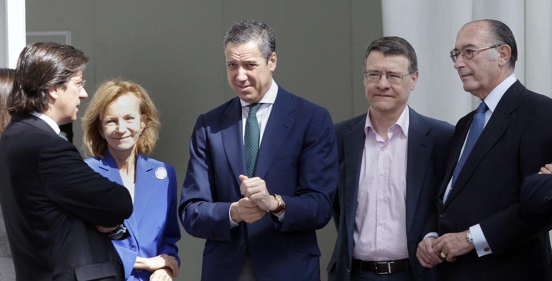 Los exministros Pío Cabanillas, Elena Salgado, Eduardo Zaplana, Jordi Sevilla y Jaime Lamo de Espinosa, en junio de 2014 en Valencia. (EFE)